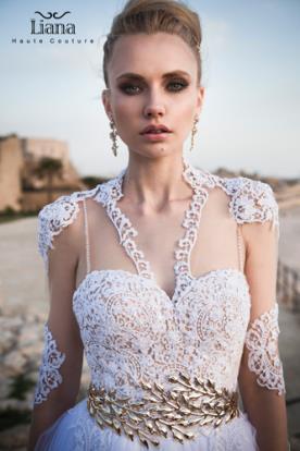 שמלת כלה מעוטרת תחרה בעיצוב מודרני