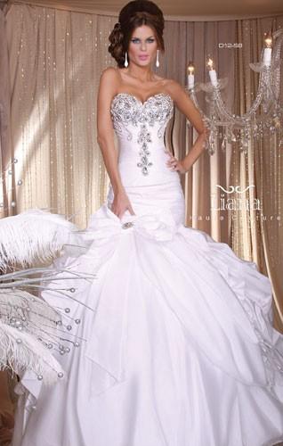 שמלת כלה סטרפלס למראה מפואר