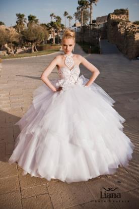 שמלת כלה נסיכותית עם מחשוף
