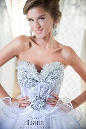 שמלת כלה עם מחוך מעוטר מרשים