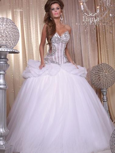 שמלת כלה מפוארת משובצת יהלומים