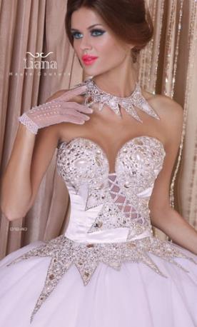 שמלת כלה עם מחוך למראה נסיכותי