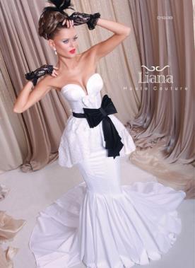 שמלת כלה עם חגורה שחורה