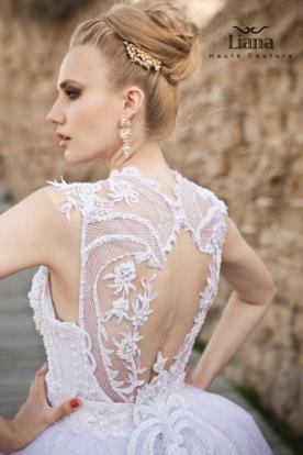 שמלת כלה גב מעוטר תחרה עם פתח