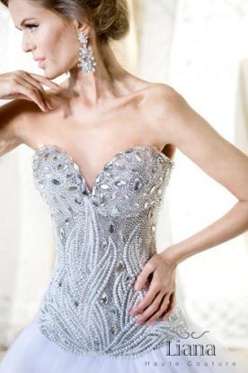 שמלת כלה משובצת יהלומים עדינים