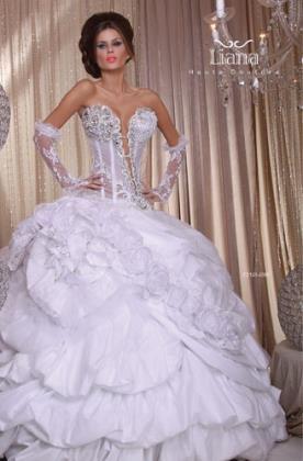 שמלת כלה רומנטית עם מחשוף אלכסוני