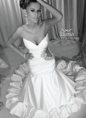 שמלת כלה עם פתח צידי
