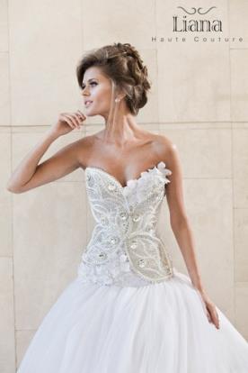 שמלת כלה צמודה עם מחוך