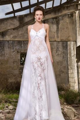 שמלת כלה רומנטית עם טול בצדדים