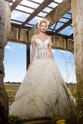 שמלת כלה רומנטית נועזת