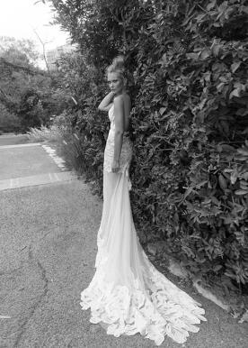 שמלת כלה עם שובל אלגנטי