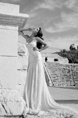 שמלת כלה תחרה בגזרת איי