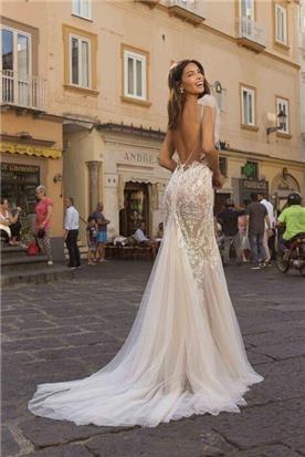 שמלות עם פרנזים