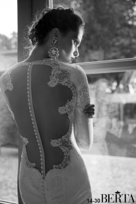 שמלת כלה חרוזי פנינה בגב