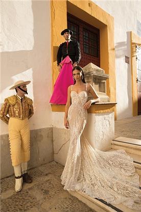 שמלת כלה עם כתפיות דקות שמלה צמודה