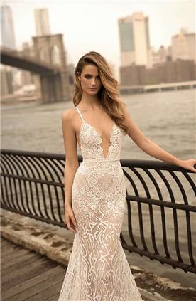 שמלת כלה: שמלה בסגנון קלאסי, שמלה עם מחשוף, שמלה בצבע לבן - ברטה BERTA