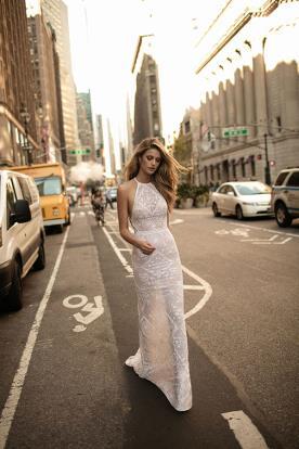 שמלת כלה: שמלת הוט קוטור, שמלה בסגנון עדין, שמלה עם תחרה, שמלה עם חרוזים, שמלה עם שובל, שמלה בצבע ורוד, שמלת מקסי, קולקציית 2017 - ברטה BERTA