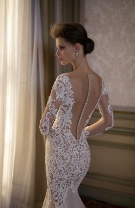 שמלת כלה כפתורים בגב וטול