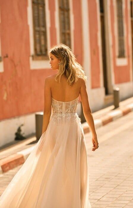 שמלות בצבע בז'
