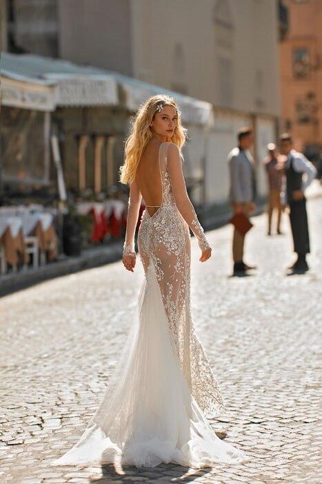 שמלות עם גב חשוף