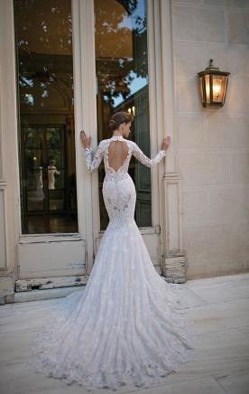 שמלת כלה שובל תחרה ושרולים