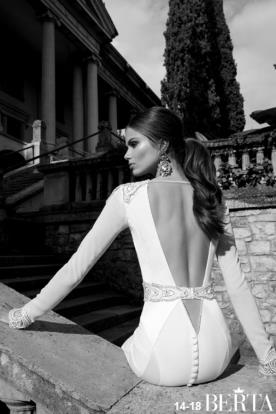 שמלת כלה חגורת מותן וכפתורים