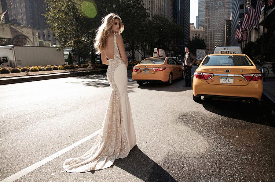שמלת כלה בצבע שמנת עם שובל