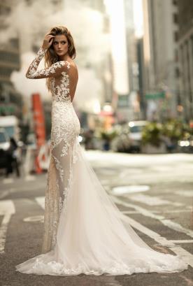 שמלת כלה הוט קוטר עם שובל טול