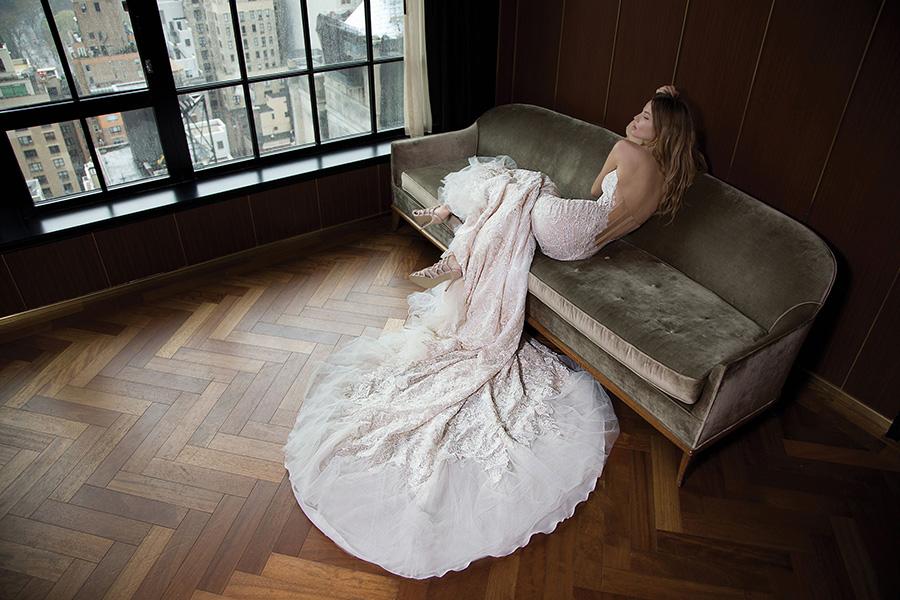 שמלת כלה גב מחוך שקוף