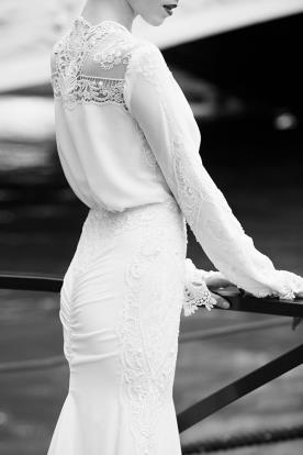 שמלת כלה גב סגור ובד נשפך