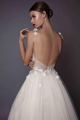 שמלת כלה בתוספת כוכבים בכתפיות