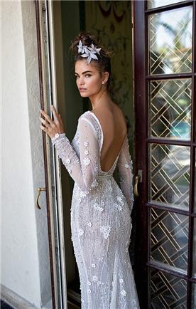 שמלת כלה: קולקציית 2019, שמלה בסגנון רומנטי, שמלה עם תחרה, שמלה עם שרוולים, שמלה עם גב חשוף, שמלה בצבע לבן - ברטה BERTA