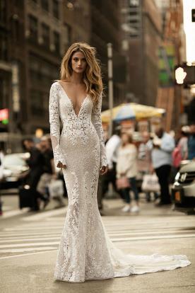 שמלת כלה אורכה ועדינה מתחרה