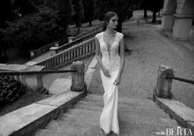 שמלת כלה מחשוף וחצי שרוול