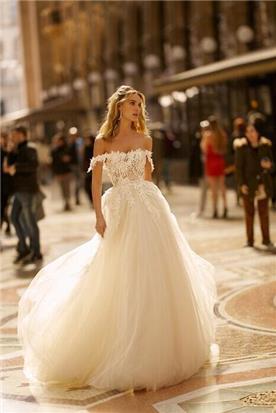 שמלת כלה עם טול נפוח