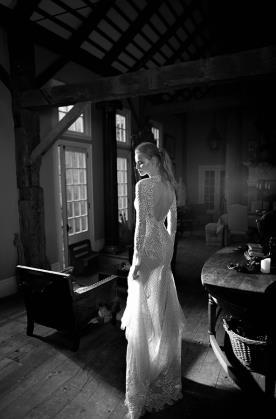 שמלת כלה תחרה שובל גב פתוח