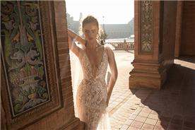 שמלה בעיצוב וצבע כסף
