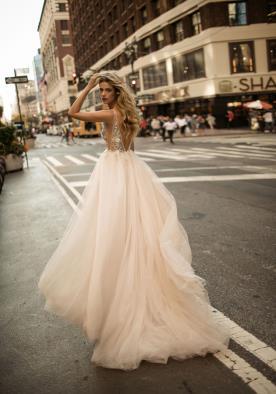 שמלת כלה בצבעי שמפניה וורוד