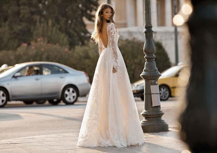 שמלת כלה עם חלק תחתון קצר
