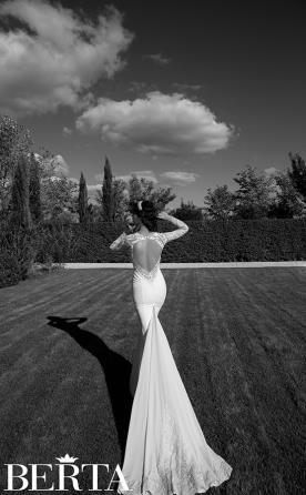 שמלת כלה לבנה עם שורות חרוזים