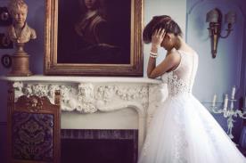 שמלת כלה או ערב: קולקציית 2012, שמלה בסגנון רומנטי, שמלה נפוחה, שמלה עם תחרה, שמלה עם טול, שמלה בגזרת A, שמלה עם מחוך, שמלה עם כיווצים, שמלה בצבע לבן, שמלה בצבע שמנת, שמלת מקסי - ברטה BERTA