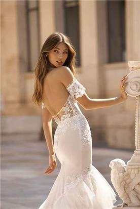שמלות כלה עם צווארון סירה