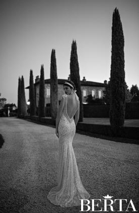 שמלת כלה נוצצת גב חשוף
