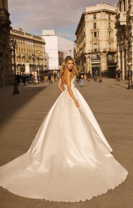 שמלת כלה קלאסית מסאטן