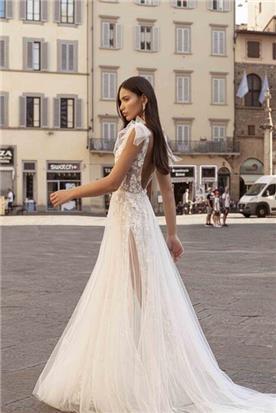 שמלת כלה: קולקציית 2020, שמלה בסגנון רומנטי, שמלה עם תחרה, שמלה עם שובל, שמלה עם גב חשוף, שמלה בצבע לבן - ברטה BERTA