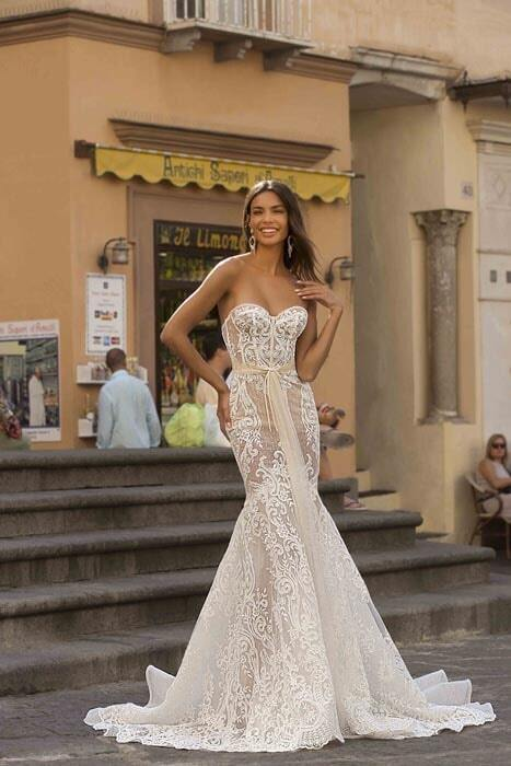 שמלות עם פליסה
