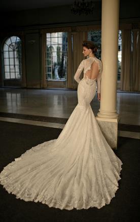 שמלת כלה מחשוף גב ושרוולים