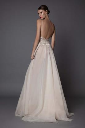 שמלת כלה בגוון אפרסק