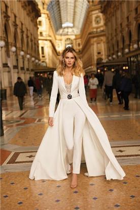 שמלת כלה עם מכנסיים וחגורה