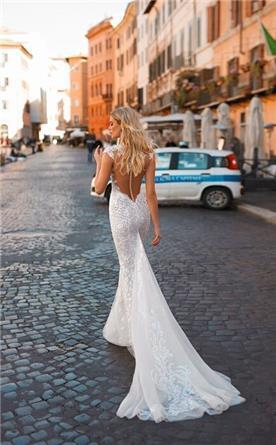 שמלות ערב עם כתפיות ושובל